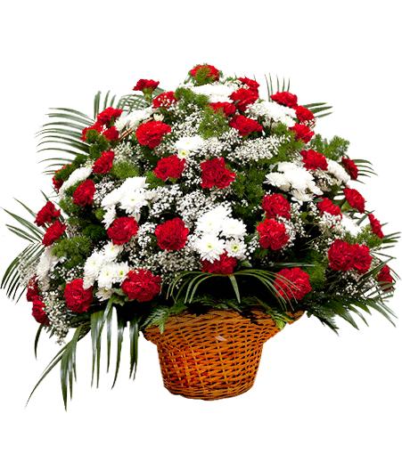 Новогодние букеты в корзинах из хризантем